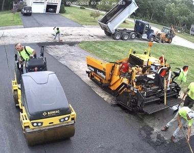 asphalt-crew-working